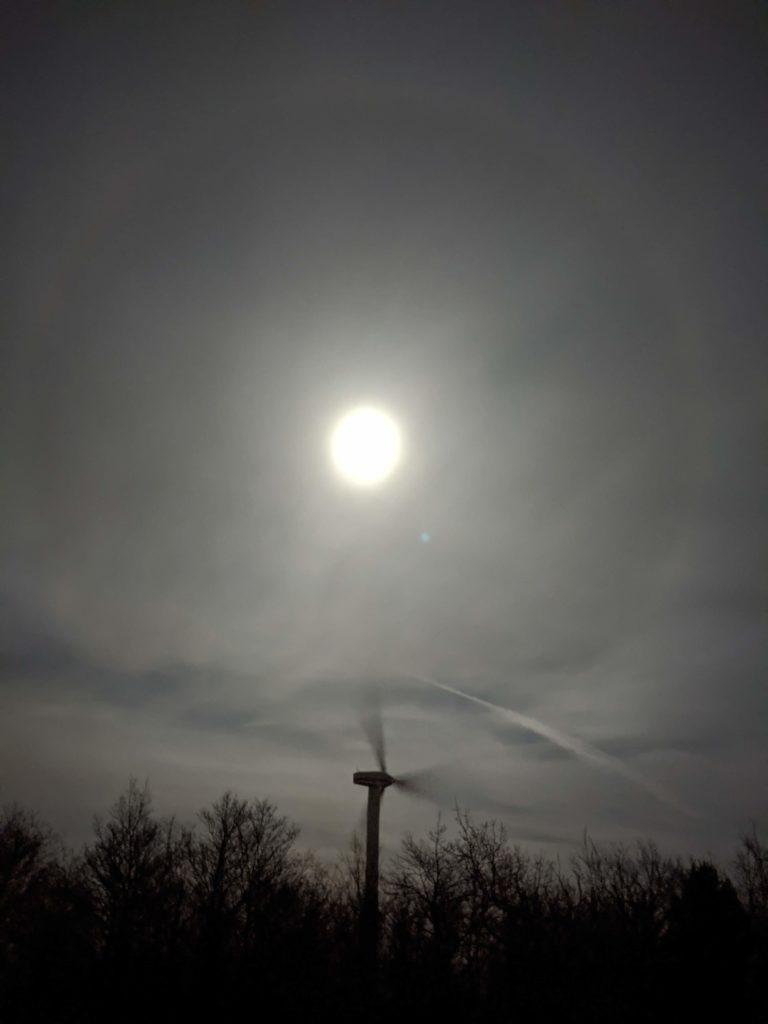 image: Luna e Pala eolica