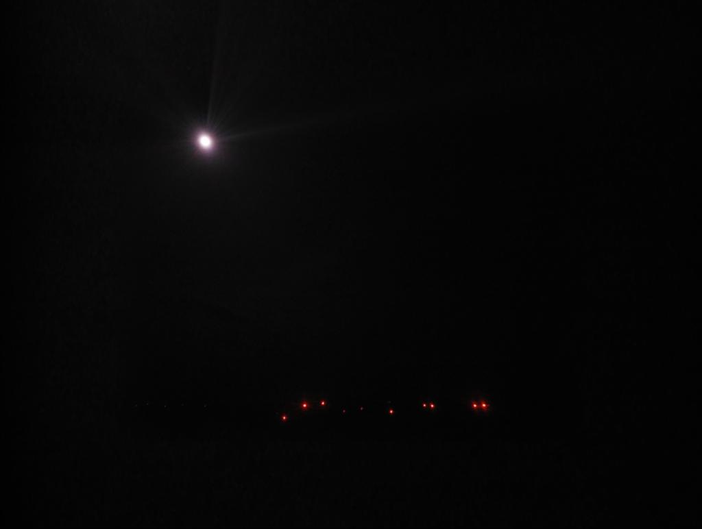 image: Luna e luci delle pale eoliche